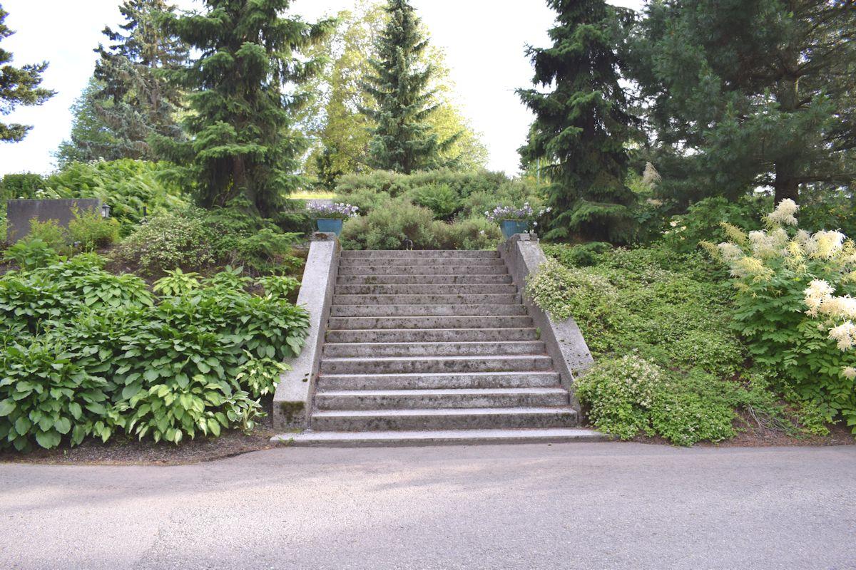 Kalevankankaan hautausmaan portaat.