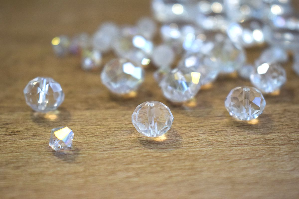 Kristallihelmiä.