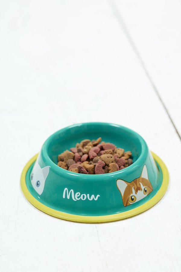 Kissan ruokakuppi metallia