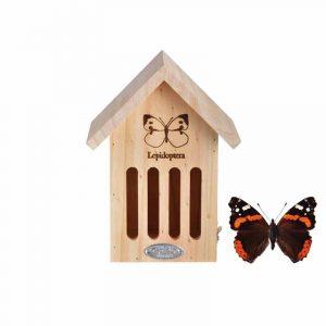 Pieni puinen perhoshotelli