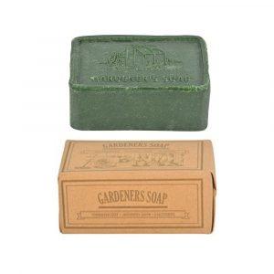 Puutarhurille sopiva vihreä saippua vanhannäköisessä pakkauksessa