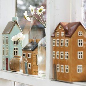 siniset ja ruskeat talo lyhdyt