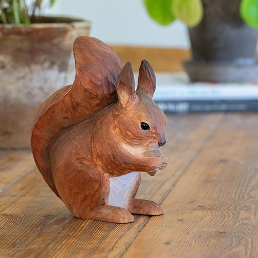 Oranssi orava koriste puinen